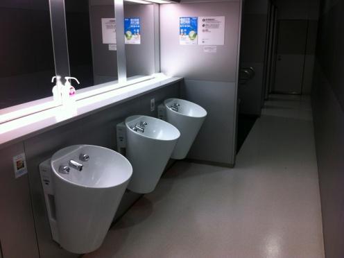 UrinalBasins01_800